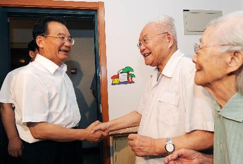 国务院总理温家宝亲切看望吴文俊院士