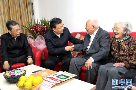 刘云山看望著名科技专家吴文俊院士